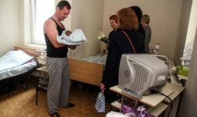 Pasveikinti per Kauno gimtadienį gimę kūdikiai
