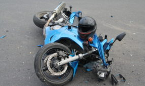BMW ir motociklo avarija