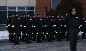 Policijos kursantai kels vėliavą