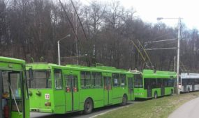 Dvi avarijos Kaune: panašiu metu gretimose vietose susidūrė keletas automobilių
