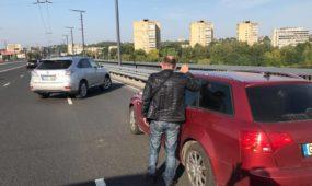 Visiškai girtas vairuotojas bandė vairuoti, bet labai nesėkmingai
