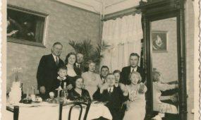 Šeimyninis inteligentų pobūvis 1940 m.