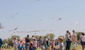 """Aitvarų festivalis """"Tarp žemės ir dangaus"""""""