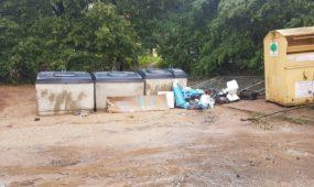Atliekų konteineriai be ertmių šiukšlėms išmesti
