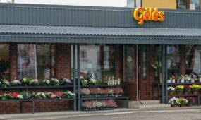 Brolių juodvarnių vietoje - gėlių parduotuvė