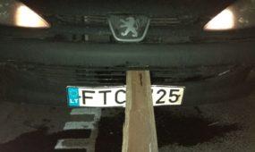 A1 magistralėje apgadintas automobilis