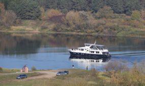 6. Turizmas, laisvalaikis. Mazajame Pakaunes turizmo ziede kuriami dviraciu ir pesciuju takai, vandens marsrutai