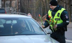 Kauno policija sveikino moteris su Kovo 8-ąja