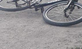 Varnių gatvėje autobusas partrenkė dviratininką