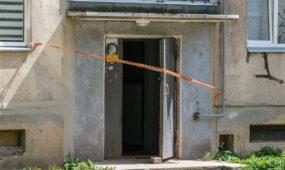 Griūvantis daugiabutis namas Biržiškų gatvėje