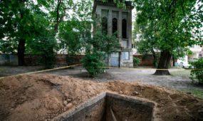 Muzikinio teatro sodelyje atkastos kapinės