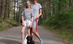 Vlada Musvydaitė su dukra Ula ir šunimi Vingiu (1)