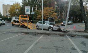 """""""Mazda"""" įlėkė į stulpą"""