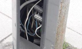 Stotelėje atidaryta elektros paskirstymo dėžutė