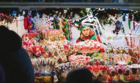 Įžiebta kosminė Kauno Kalėdų eglė