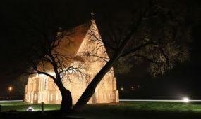 Zapyškio bažnyčia naktį