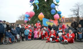 Kalėdų Seneliai ant keturračių