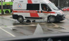 Greitosios pagalbos automobilio avarija Pramonės prospekte