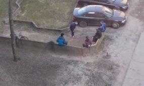 Jaunimas būriuojasi Ukmergės gatvėje