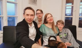 Laura ir Viktoras Dailidėnai su sūnumis Ignu ir Vėju