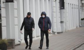Kaukėti ir nekaukėti praeiviai Kauno gatvėse
