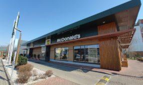 """Dėl koronaviruso uždarytas Pramonės prospekto """"McDonald's"""""""