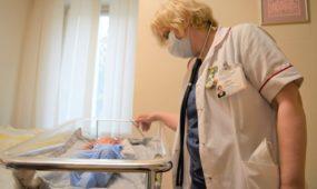 Kiekvienas naujagimis sulaukia Neonatologijos skyriaus vedėjos Daiva Viršutienės D.Viršutienės ir jos komandos dėmesio