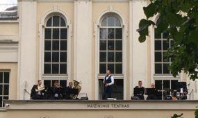 """""""Muzikinis balkonas"""" džiugino miestiečius"""