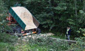 Netoli Karmėlavos apvirto degalus gabenęs vilkikas