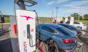 """""""Ionity"""" elektromobilių įkrovimo stotelė Garliavoje"""