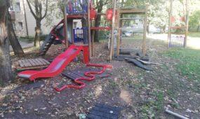 Žaidimų aikštelės įrenginiai M. Riomerio gatvėje