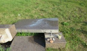Suniokotas Holokausto aukų paminklas