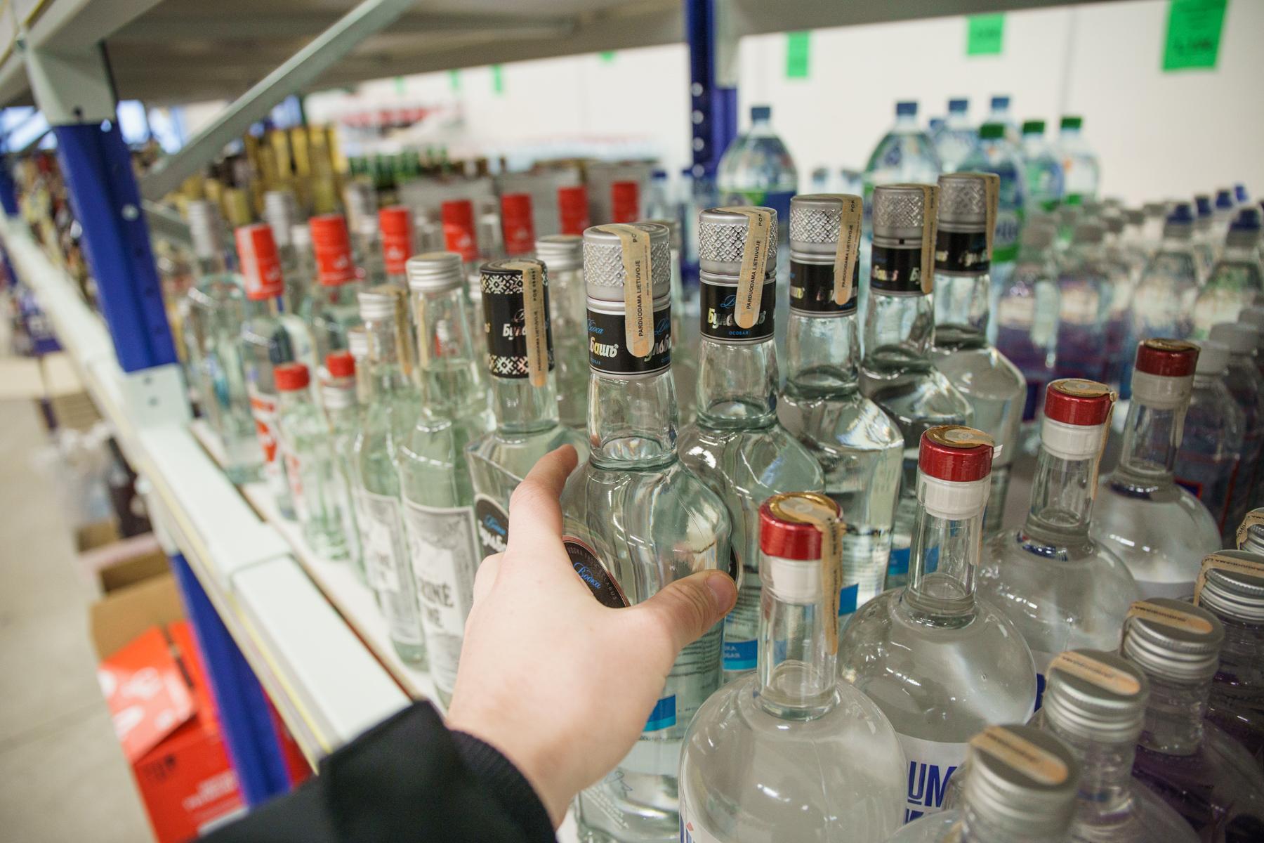"""""""Darbiečiai"""" siūlo atšaukti draudimą sekmadieniais alkoholiu prekiauti po 15 valandos"""