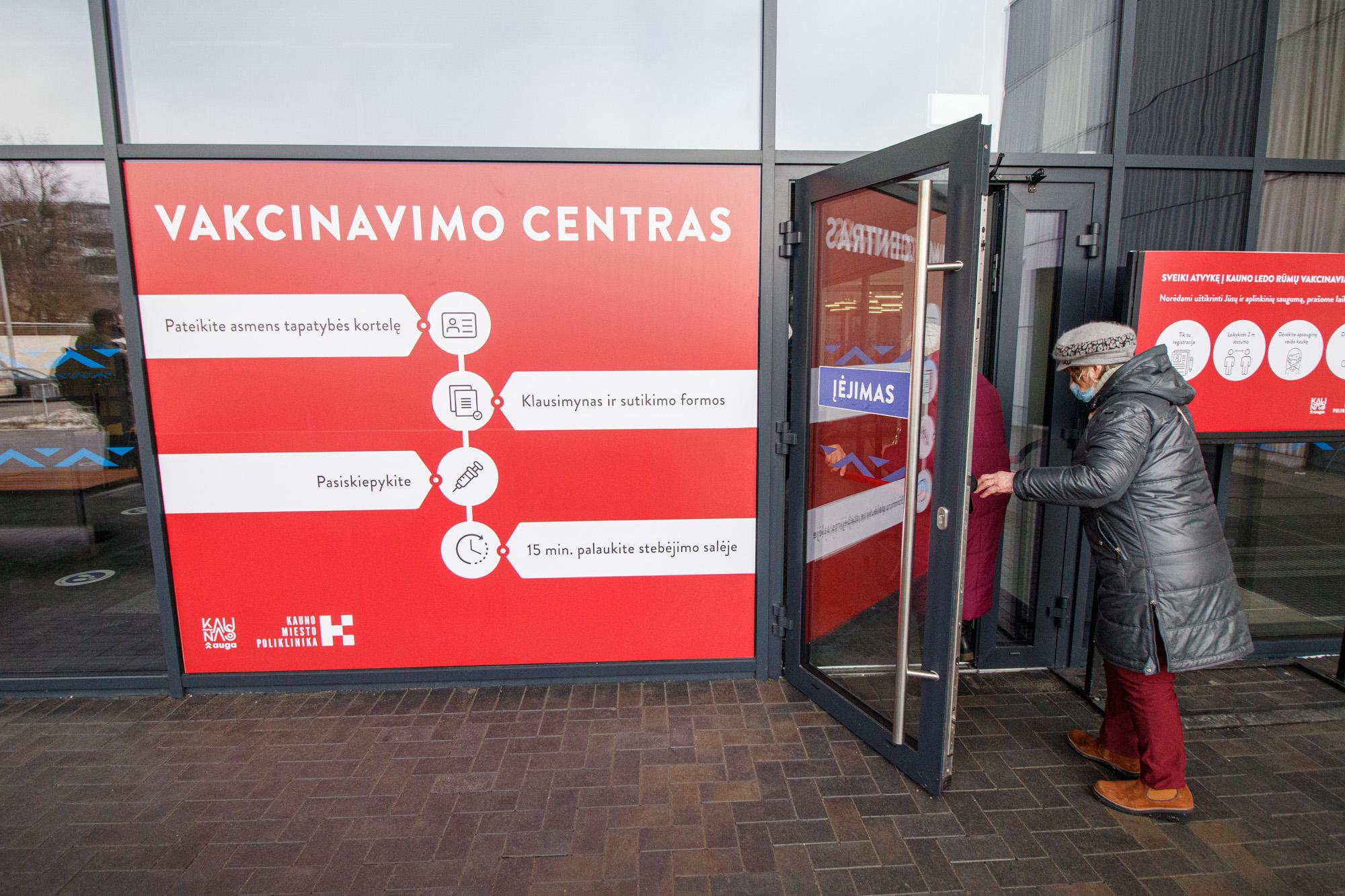 Kauno vakcinavimo centre apsilankė G. Nausėda