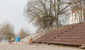Ardomas amfiteatras prie senosios prieplaukos