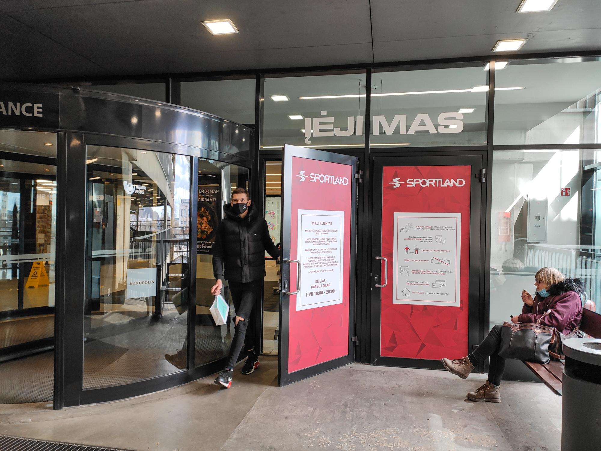 Parduotuvės prekybos centruose per karantiną