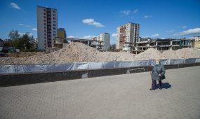 Baigiama nugriauti Kalniečių prekybos centrą