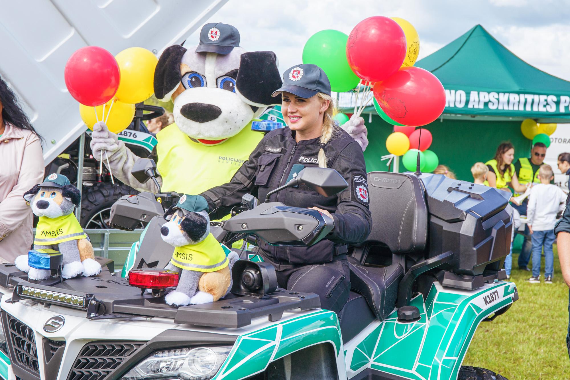 Kauno rajonas padovanojo policjai keturačius